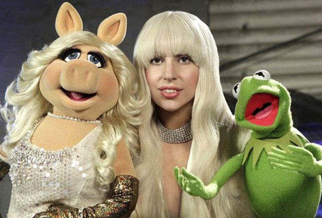 Lady Gaga celebraro Thanksgiving Day con los Muppets