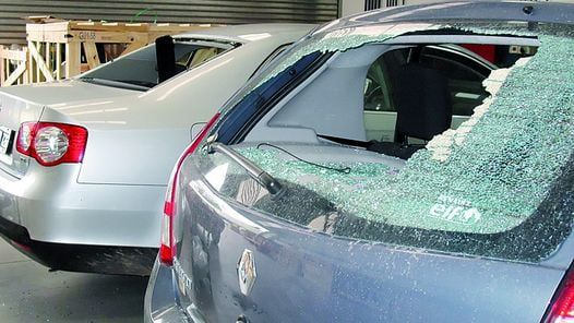 La Plata: Intelectuales salen a destrozar autos